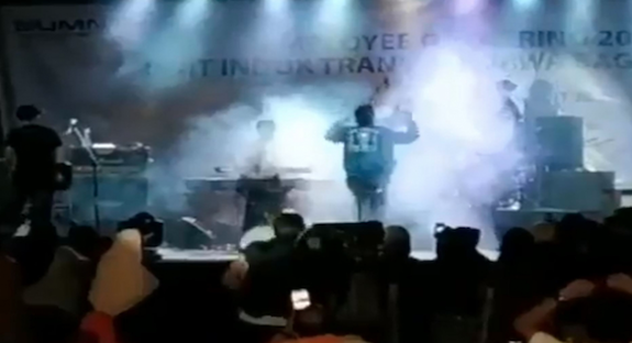 Shocking moment tsunami rips through stage as band Seventeen performs at Indonesian beach resort